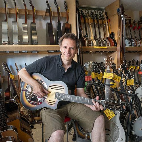 Peter Uehlinger Verkauf und Reparaturen Musikhaus Saitensprung